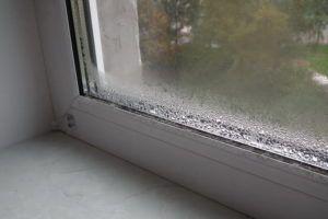Монтаж балконных окон стоит доверять только добросовестным и квалифицированным строительным бригадам