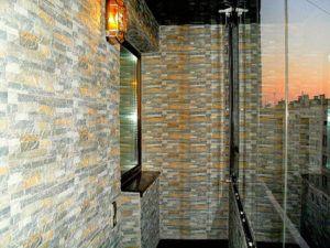 камень на балконе