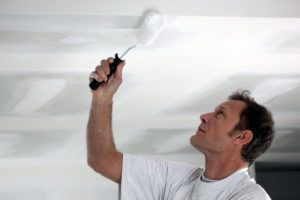 окраска потолка