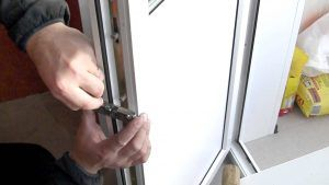 ремонт двери балкона