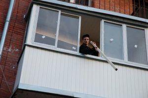 монтаж отделки балкона