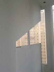 Металлическая перегородка на балконе