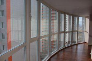 Остекление балконного фасада