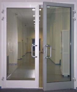 дверь из алюминия