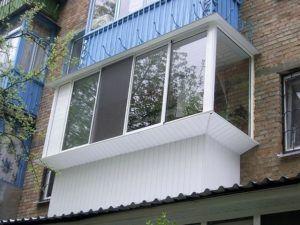 балкон остеклен